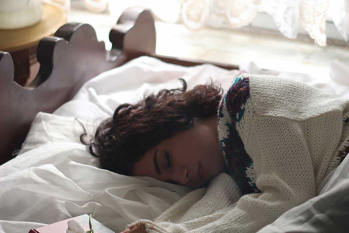 10 rimedi naturali contro l'insonnia e i consigli per dormire bene